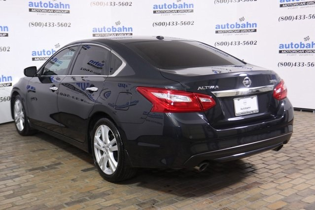 Pre-Owned 2017 Nissan Altima 3.5 SL